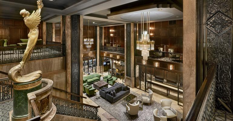 Hotel_Phillips_Iconic_Statue_of_Goddess_Dawn_in_Lobby