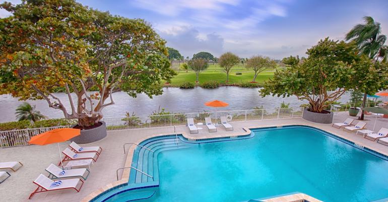 Sheraton Miami Pool Deck and Golf Course